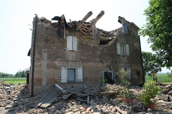 Фоторепортаж  о последствиях землетрясения в Италии, число жертв которого достигло десяти. Фото: Pierre Teyssot/AFP/GettyImages