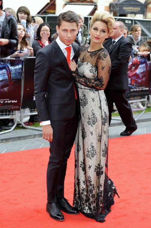 Знаменитости на  гала-премьере фильма «Человек-паук» в Лондоне. Joey Essex; Sam Faiers. Фоторепортаж. Фото: Ben Pruchnie/Getty Images