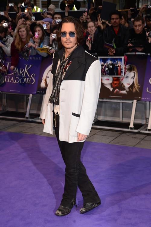 Знаменитости на британской премьере фильма «Мрачные тени» (Dark Shadows) 9 мая в Лондоне. Джонни Депп (Johnny Depp). Фоторепортаж. Фото: Ian Gavan/Getty Images