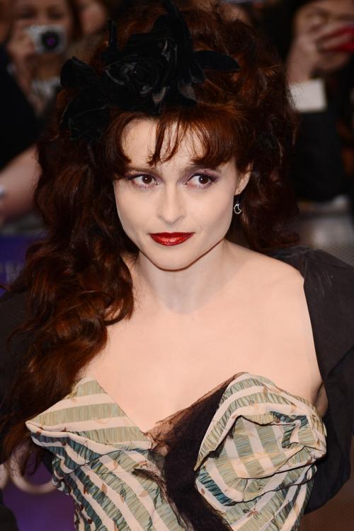 Знаменитости на британской премьере фильма «Мрачные тени» (Dark Shadows) 9 мая в Лондоне. Хелена Бонем Картер  (Helena Bonham).Фоторепортаж. Фото: Ian Gavan/Getty Images