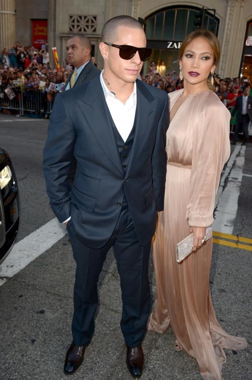 Дженнифер Лопес и Casper Smart на премьере фильма  What To Expect When Youre Expecting в Голливуде.  Фоторепортаж. Фото: Kevin Winter/Getty Images