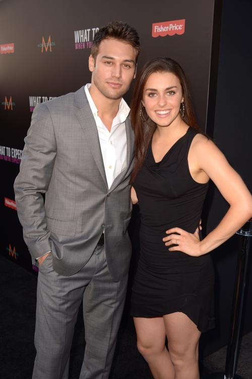 Звёзды Голливуда  на премьере фильма  What To Expect When Youre Expecting. Ryan Guzman; Kathryn McCormick. Фоторепортаж. Фото: Kevin Winter/Getty Images