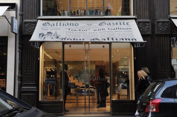 Магазин известного французского дизайнера Джона Гальяно в Париже. Фото: MIGUEL MEDINA/AFP/Getty Images
