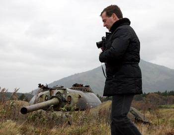 Визит Медведева на Курилы  спровоцировал отзыв посла Японии из Москвы. Фото: MIKHAIL KLIMENTYEV/Getty Images