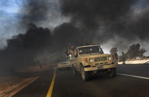 Суэцкий канал. Два военных корабля США пришли  утром в среду в Суэцкий канал и направились к Ливии. Фото: MARCO LONGARI/AFP/Getty Images