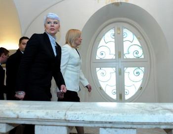 Ядранка Косор (L) - премьер-министр Хорватии. Фото: SAMUEL KUBANI/AFP/Getty Images