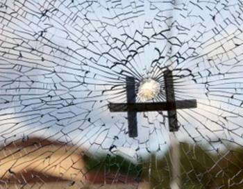 Выстрел был произведен из проезжавшего мимо автомобиля в окно отделения «Великой  Эпохи»  в Брисбене, Австралия. Никто не пострадал. Фото: ШАНЬ ЧЖУ ЛИН/Великая Эпоха/The Epoch Times