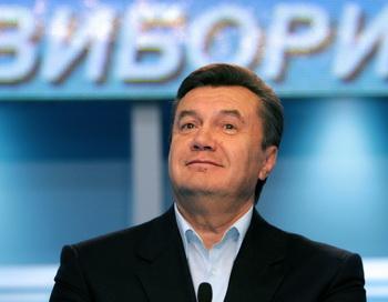 Виктор Янукович остался победителем второго тура голосования. Фото: VIKTOR DRACHEV/AFP/Getty Images
