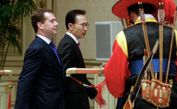 Дмитрий Медведев прибыл в Республику Корею с официальным визитом. Фото: DMITRY ASTAKHOV/AFP/Getty Images