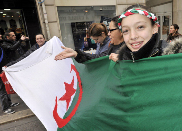В Алжире проходят антиправительственные демонстрации. Фото: PIERRE ANDRIEU, BORIS HORVAT,  PIERRE VERDY/AFP/Getty Images