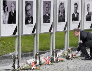 Польша прощается с Лехом Качиньским и его супругой. Фото: Janek SKARZYNSKI/AFP/Getty Images