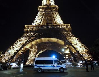 Эйфелева башня и парижская станция метро