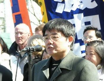 Китайский адвокат по правам человека Го Готин выступает на митинге  против коммунистической партии Китая (КПК). Фото: Великая Эпоха (The Epoch Times)
