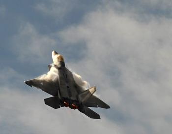 Обломки истребителя F-22 raptor  обнаружены поисково-спасательным отрядом на Аляске. Фото: BEN STANSALL/AFP/Getty Images