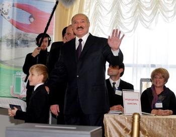 Александр Лукашенко победил на выборах президента Белоруссии.  Фото: VIKTOR DRACHEV/AFP/Getty Images