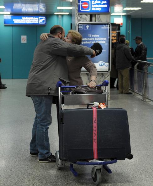 Эвакуация из Ливии сотрудников-иностранцев задерживается. Фоторепортаж. Фото: BEN BORG CARDONA, MARTIN BUREAU, ALBERTO PIZZOLI, FETHI BELAID/AFP/Getty Images