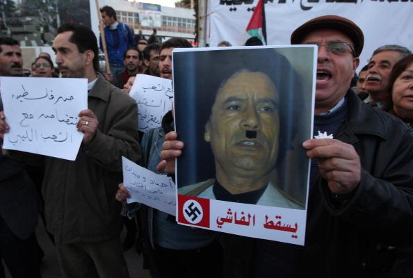 Муаммар Каддафи объявил войну своему народу. Фото: JOEL SAGET/AFP/Getty Images