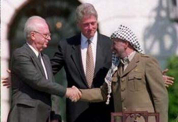 Церемония подписания Соглашения о декларации принципов взаимодействия между Израилем и палестинцами. Фото с сайта epochtimes.co.il