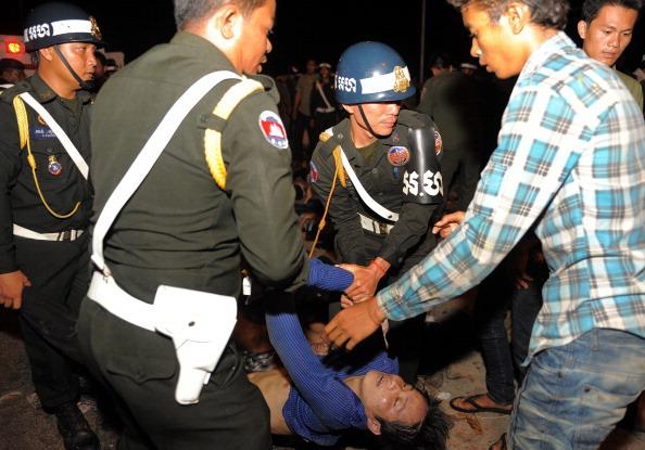 Давка в Камбодже на Фестивале воды в Пномпене унесла 339 жизней. Фоторепортаж. Фото: TANG CHHIN SOTHY/AFP/Getty Images