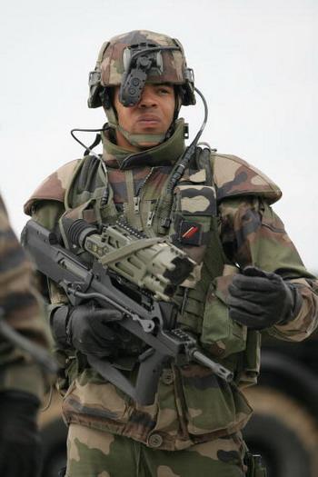 Фото: ALEXANDER KLEIN/AFP/Getty ImagesЭкипировку Felin закупят у французской компании для российских солдат.