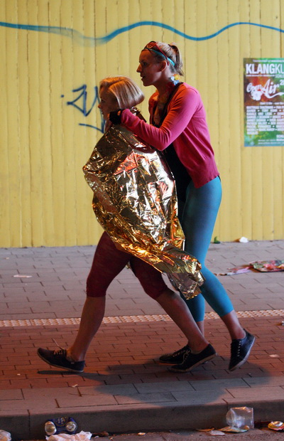 В Германии на  «Параде любви» в давке погибло более десяти человек. Фоторепортаж. Фото: Patrik STOLLARZ, Sebastian LASSE, Christoph REICHWEIN, ACHIM SCHEIDEMANN/Getty Images