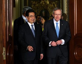 Хотя Ху Цзиньтао принимали очень дипломатично во время пресс-конференции в Белом доме, один конгрессмен представитель Калифорнии Дана Рохрабакэр назвал китайский коммунистический  режим  «бандитским режимом». Фото: Alex Wong/Getty Images