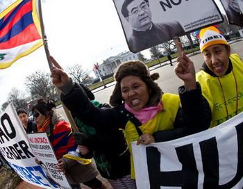 Массовые протесты против нарушений прав человека в Китае. Фото: NICHOLAS KAMM/AFP/Getty Images