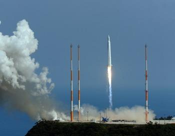 Американский спутник SBSS будет следить за космическим мусором . Фото: KOREA POOL/AFP/Getty Images
