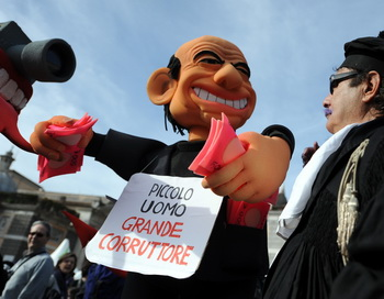 Протесты в Риме: Берлускони