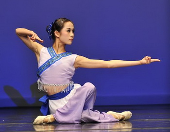 Анжелия Ван, завоевавшая золотую медаль  в младшей возрастной группе среди женщин на третьем международном конкурсе NTDTV по классическому китайскому танцу в прошлом году. Фото: Эдвард ДАЙ. Великая Эпоха (The Epoch Times)