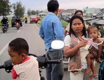 Землетрясения в Индонезии - семь толчков магнитудой от 5,0. Фото: NURDIN HASAN/AFP/Getty Images