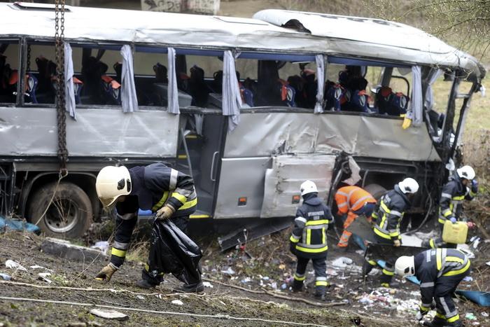 Два подростка и трое взрослых погибли в ДТП в Бельгии. Фото: NICOLAS MAETERLINCK/AFP/Getty Images