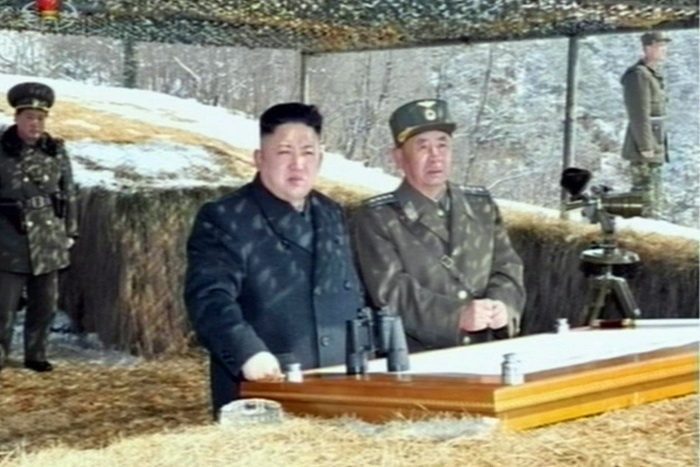Лидер КНДР Ким Чен Ын (С). Фото: NORTH KOREAN TV/AFP/Getty Images