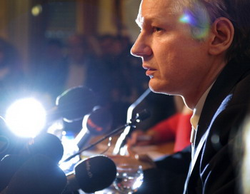 Ассанжа  Джулиан может опубликовать «информационную бомбу», Фото: FABRICE COFFRINI/AFP/Getty Images
