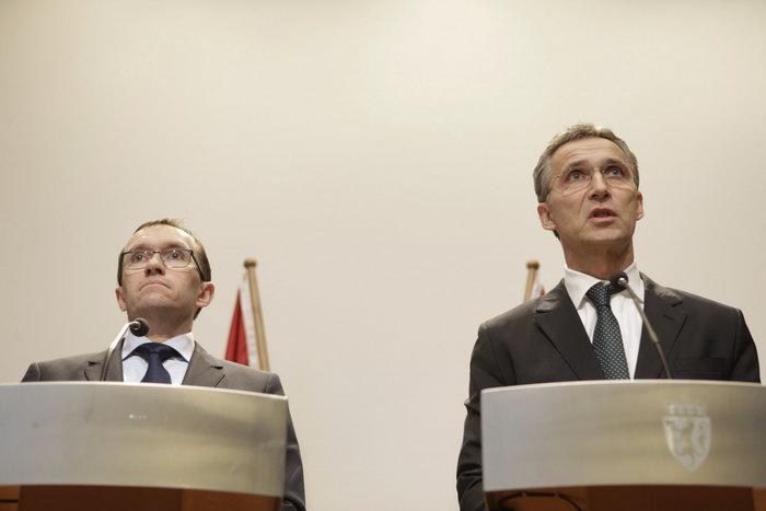 Премьер-министр Норвегии Йенс Столтенберг (R) и министр иностранных дел Эспен Барт Эйде. Фото: ROALD, BERIT/AFP/GettyImages