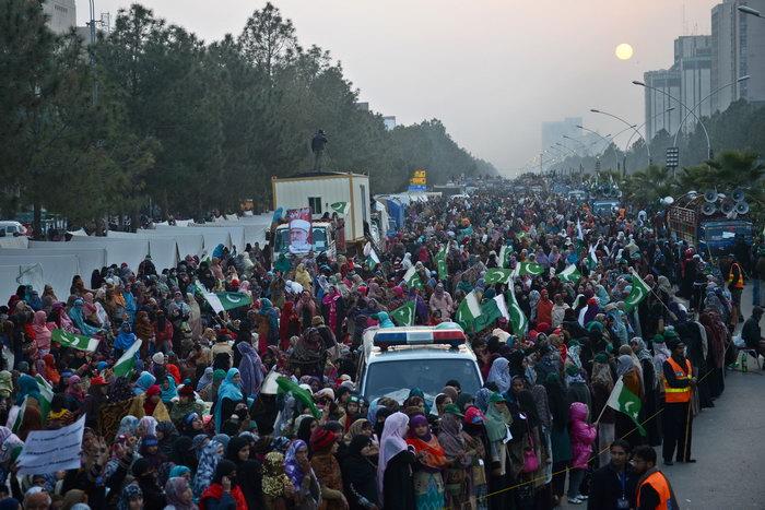 Массовые демонстрации протеста прошли в Исламабаде. Фото: ASIF HASSAN/AFP/GettyImages