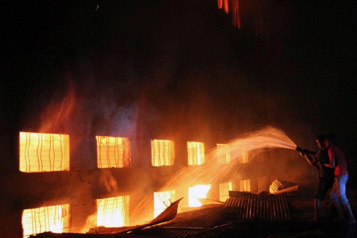 Пожар на фабрике в Бангладеш: число жертв превысило 120 человек. Фото: PALASH KHAN/AFP/GettyImages