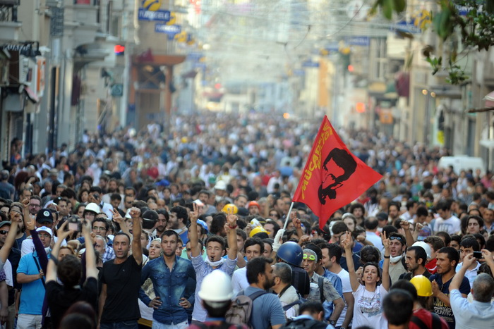 В Турции продолжаются протесты против строительства рядом с парком «Гези». Фото: Burak Kara/Getty Images