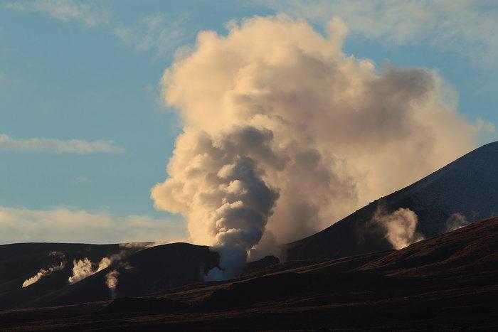 Извержение вулкана в Новой Зеландии: гора Тонгариро. Фото: Hagen Hopkins/GettyImages