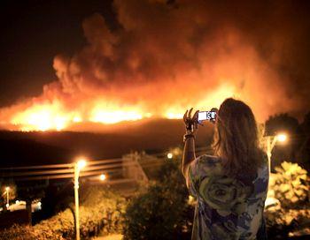 В Израиле, в районе Хайфы, где свирепствует один из крупнейших в истории страны лесных пожаров, по распоряжению властей пожарные эвакуировали более 13 тысяч человек, 40 человек погибли Фото MARCO LONGARI/AFP/Getty Images