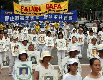 На данный момент доказано, что  3 415 практикующих Фалуньгун погибли от репрессий в Китае, но есть все основания полагать о еще большей цифре загубленных жизней. Фото:DEAN TREML/AFP/Getty Images