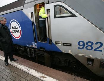 Инцидент в Евротоннеле под Ла-Маншем. Фото SHAUN CURRY/AFP/Getty Images