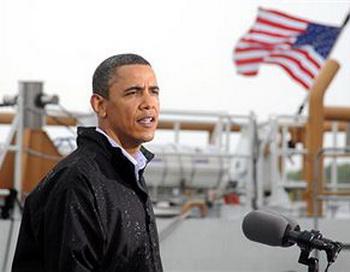 Президент  США Барак Обама посетил место экологической катастрофы в Мексиканском заливе. Фото: Patrick Kelley/U.S. Coast Guard via Getty Images)