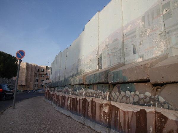 В Иерусалимском районе Гило сносят защитную стену. Стена до снятия. Фото: Хава Тор/Великая Эпоха
