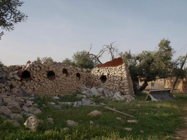 В Иерусалимском районе Гило сносят защитную стену. Остатки оборонительных укреплений со времен Шестидневной войны. Фото: Хава Тор/Великая Эпоха