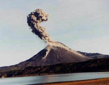 Вулкан Эйяфьятлайокудль. Фото с сайта bioecolog.ru