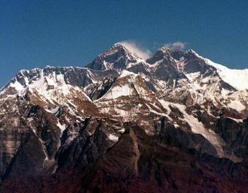 Вид на Эверест. Фото: MARTIN ATHENSTAEDT/AFP/Getty Images