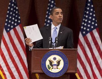 Президент США Барак Обама выступает перед законодателями по поводу законопроекта о реформе здравоохранения. Фото: Joshua Roberts/Getty Images