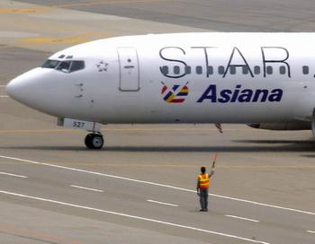 Лайнер авиакомпании Asiana Airlines. Фото: JUNG YEON-JE/AFP/Getty Images