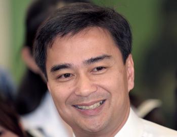 Глава правительства Таиланда Абхисит Ветчачива. Фото: PORNCHAI KITTIWONGSAKUL/AFP/Getty Images